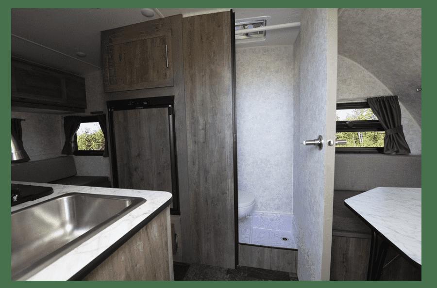 4-roulotte-legere-pour-vus-neuve-a-vendre-capacite-remorquage-2500-livres-couche-5-personnes